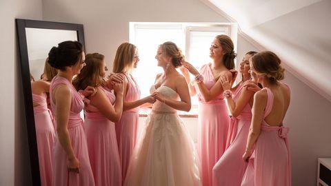 Verstoß gegen den Dresscode: Schwester darf nicht auf Hochzeitsfotos.