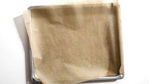 So haben Sie nie wieder Schwierigkeiten das Backpapier aufs Blech zu bringen