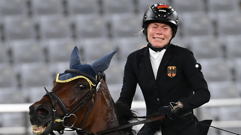 Annika Schleu aus Deutschland nach ihrer Disqualifikation. Ihr Pferd hatte mehrmals den Sprung verweigert.