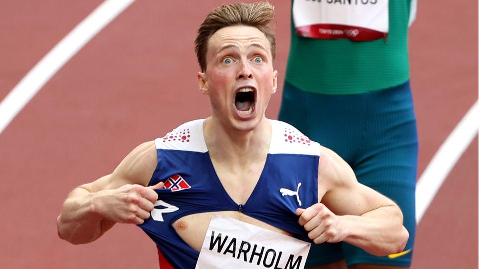 Mit einer Kraftprobe feierte Leichtathlet Karsten Warholm seinen Olympiasieg über die 400 Meter Hürden. Der Norweger zerriss sein T-Shirt – ähnlich wie einst Diskus-Olympiasieger Robert Harting. Mit einer Zeit von 45,94 Sekunden war Warholm in eine neue Dimension vorgestoßen. Seine Fabelweltrekordzeit zählt zu den Leichtathletik-Bestmarken, die in Tokio zahlreich verblüfften.