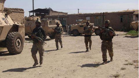 Afghanische Sicherheitskräfte in einem Dorf bei Kundus im Kampf gegen die Taliban