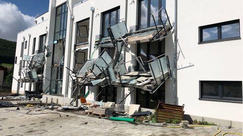 Die zerstörten Balkone an den Gebäuden in Blumberg