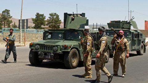 Afghanische Sicherheitskräfte patrouillieren in Herat, nachdem Taliban die Stadt angegriffen haben