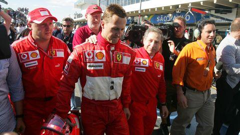 Michael Schumacher und Jean Todt 2006 bei einem Formel-1 Rennen.