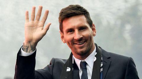 Auftritt in Paris: Lionel Messi wird von PSG-Fans wie ein König empfangen