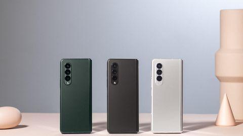 Event Unpacked: Das Highend-Modell ist das neue Galaxy Z Fold3 5G. Zugeklappt lässt es sich wie ein reguläres, wenn auch etwas dickeres Smartphone nutzen