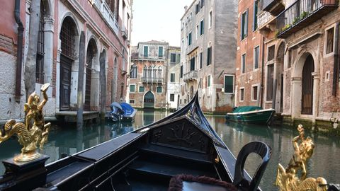 Ausblick aus einer Gondel in Venedig