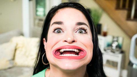 Frau mit Riesen-Mund stellt Weltrekord auf