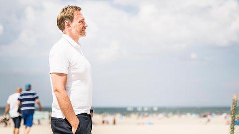 Christian Lindner am Strand von Warnemünde