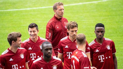 Trainer Nagelsmann mit Spielern des FC Bayern