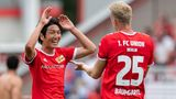Haraguchi und Baumgartl von Union Berlin bejubeln ihre Tore gegen Athletic Bilbao