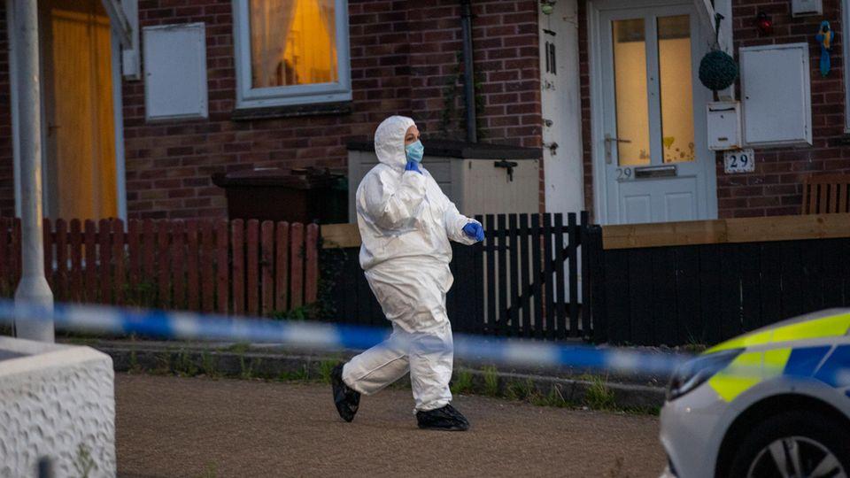 Die Polizei am Tatort in der englischen Stadt Plymouth