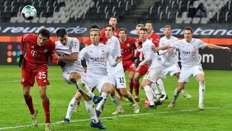 Spielszene Gladbach gegen Bayern im Januar