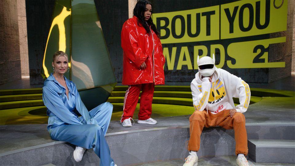 Model Lena Gercke, Sängerin Zoe Wees und Rapper Cro bei den About-You-Awards
