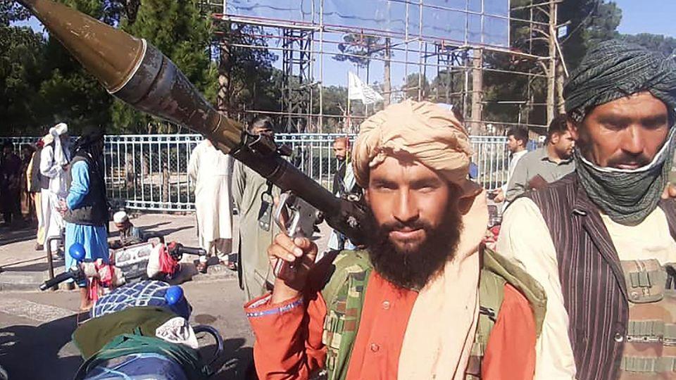 Ein Taliban mit Panzerfaust in Herat