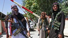 Kämpfer der Taliban harren in der Nähe des Zanbaq-Platzes aus