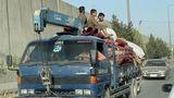 Zahlreiche Familien versuchen sich und ihr Hab und Gut im Zuge des Taliban-Einmarsches zu retten – und Kabul zu verlassen.