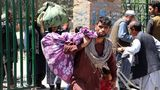 Afghanen ergreifen mit ihrem Hab und Gut die Flucht vor den Taliban