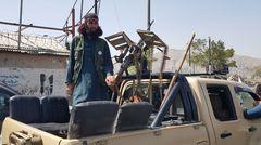 Nach ihrem Einmarschpatrouillieren Kämpfer der Taliban – zum Teil mit schwerem Geschütz – durch Kabuls Straßen.