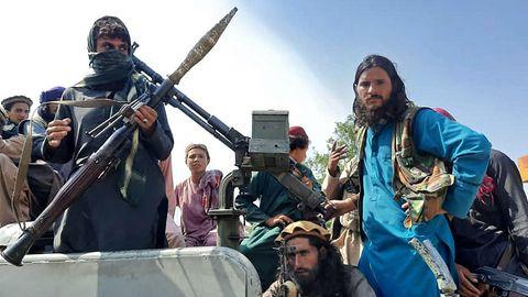 2021 Noch während der Westen abzieht, erobern die Taliban binnen Wochen die Macht zurück
