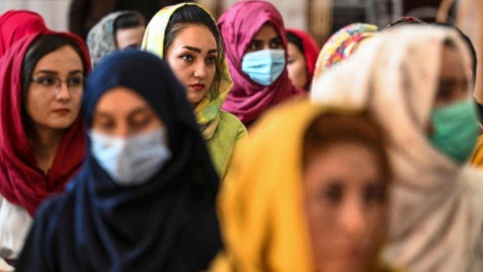 """""""Frauen in Afghanistan haben Angst um ihr Leben"""" - Die Lage spitzt sich zu"""