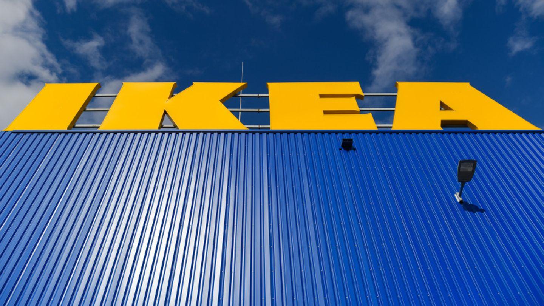 Ikea Zeichen auf Einrichtungshaus in Deutschland