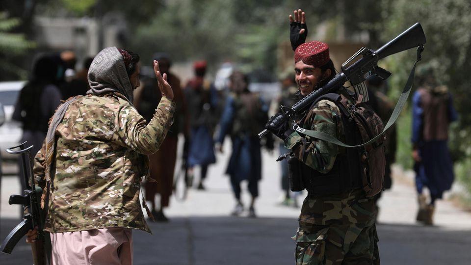 Junge Taliban-Kämpfer in Kabul 2021