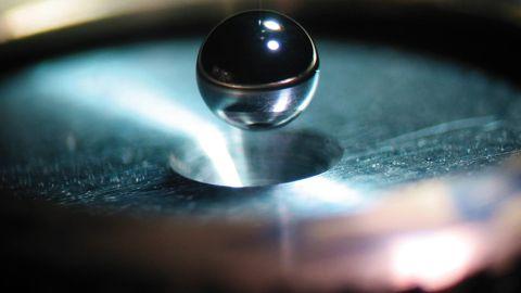 70 Prozent Energiegewinn: Eine Berylium-Kugel, die von Lasern beschossen wurde, war 2010 einer der ersten Versuche der  National Ignition Facility, um die Kernfusion auszulösen