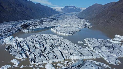 Schmelzender und auseinander gebrochener Gletscher auf Island: Die Erderwärmung auf 2,0 Grad zu begrenzen, ist offenbar kaum noch zu schaffen.