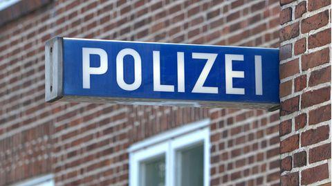 Schild an Polizeirevier
