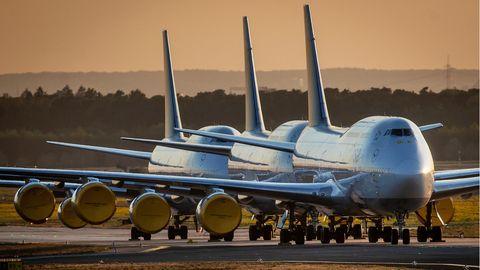 Drei geparkte Boeing 747 der Lufthansa in Frankfurt
