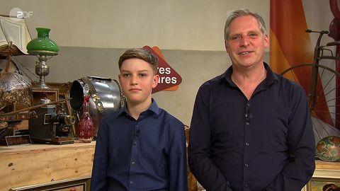 Vater und Sohn Tovar stehen im Studio von Bares für Rares in Pulheim