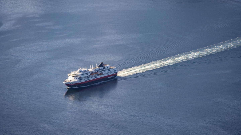 Ein Schiff von Hurtigruten