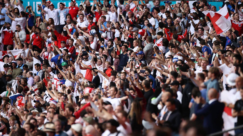 Großbritannien, London:Fußballfansfeiern im Wembley-Stadion