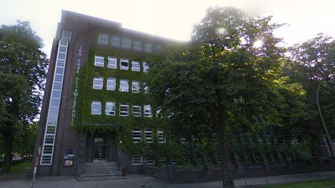 Vor dieser Schule in Hamburg ereignete sich die Tat