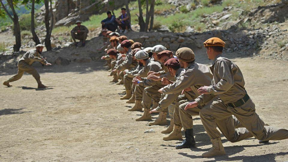 Widerstandskämpfer im Pandschir-Tal bei einer Übung am Samstag