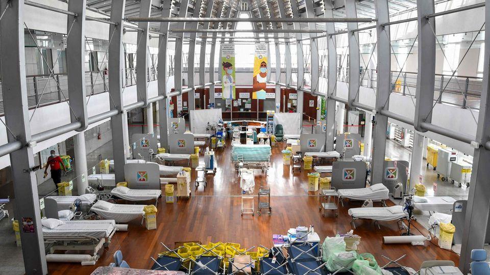 Betten und Liegen wurden im Taaone Krankenhaus in der Stadt Papeete aufgebaut