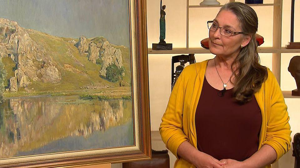Barbara Kemmerling steht im Studio von Bares für Rares in Pulheim