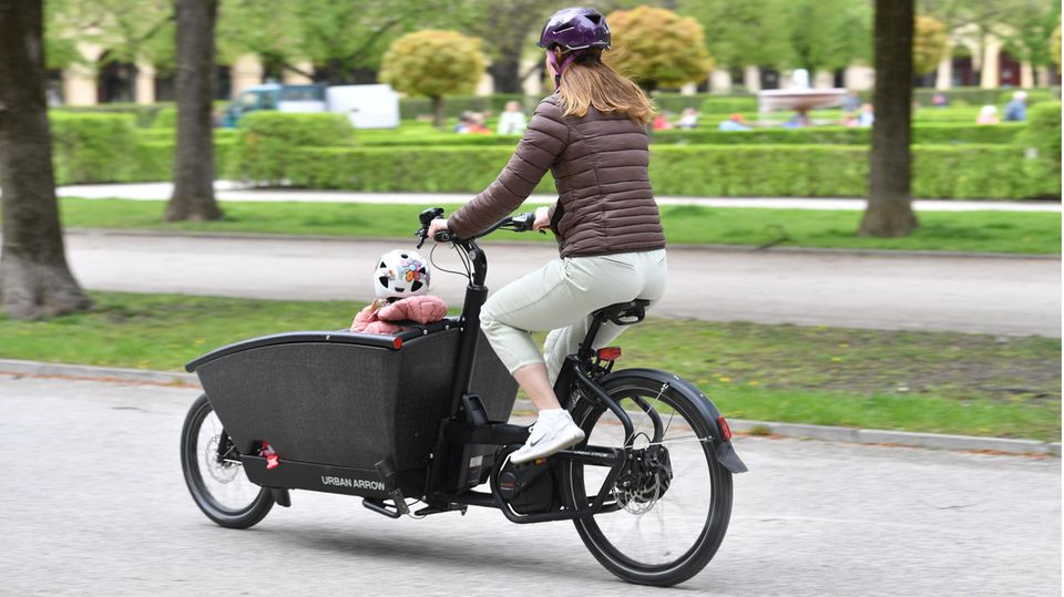 Lastenfahrrad-Fahrerin in München
