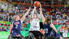 Mareike Miller, Basketballerin und Fahnenträgerin. Behinderung: Knieschaden.Miller, die durch diverse Kreuzbandrisse Sportinvalidin ist, setzte ihre Leidenschaft im Rollstuhl-Basketball fort.