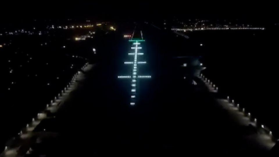 24-Stunden-Luftbrücke: Pilot zeigt Landung in Kabul bei Nacht