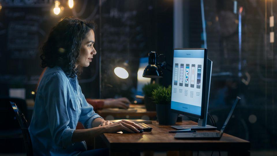 Ob für Arbeit, Schule oder zum Zocken: Der richtige Bildschirm will gut gewählt sein (Symbolbild)