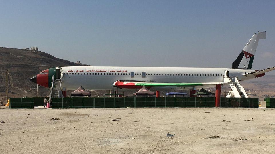 Die mit den palästinensischen und jordanischen Farben geschmückte Boeing 707 im Bergland von Nablus imWestjordanland soll ein Restaurant werden.