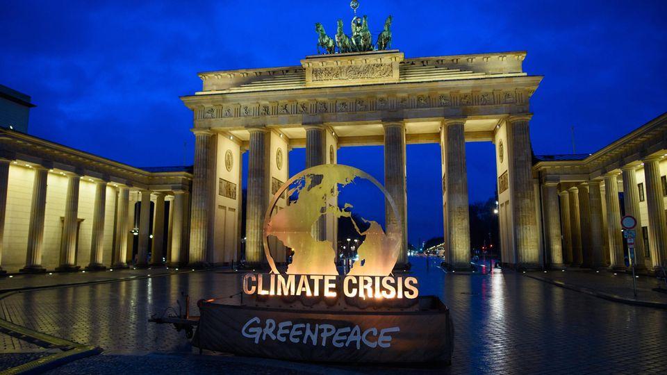 Greenpeace-Aktion vor dem Brandenburger Tor
