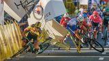 Mit diesem Foto gewann der polnische FotografTomasz Markowski den dritten Platz in der Kategorie Sport: Der niederländische Radfahrer Dylan Groenewegen (links) stürzt Meter vor der Ziellinie, nachdem er während der ersten Etappe der Polenrundfahrt in Katowicemit seinem Landsmann Fabio Jakobsen kollidiert ist.