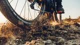 Die breiten Reifen sind für befestigteWege gut, für losen Untergrund sollte man sie wechseln.