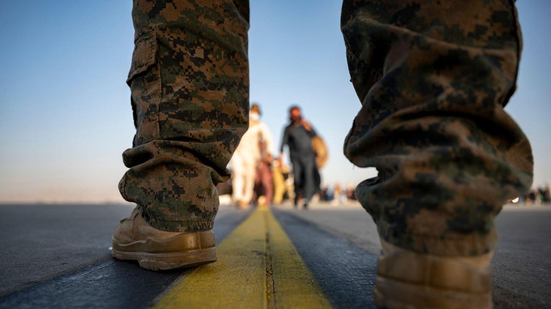 Ein US-Marineam Flughafen von Afghanistans Hauptstadt Kabul
