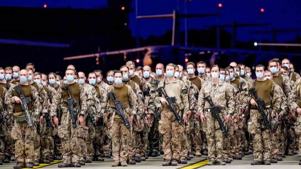 Bundeswehrsoldaten bei ihrer Rückkehr aus Afghanistan