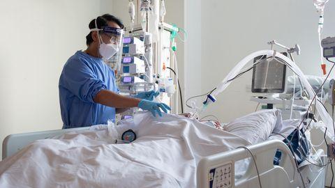Delta Studie: Pflegemitarbeiter kümmern sich auf der Intensivstation im Royal Papworth Hospital um Patienten mit Covid-19