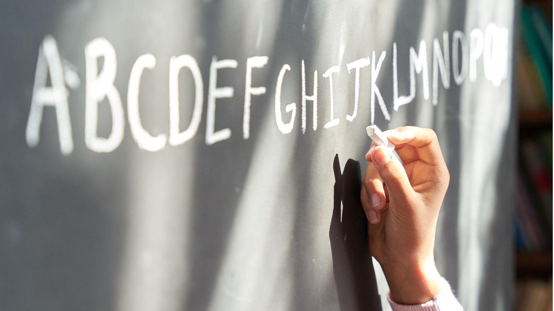 Lehrer Kalifornien Coronavirus: Eine Schultafel mit dem Alphabet
